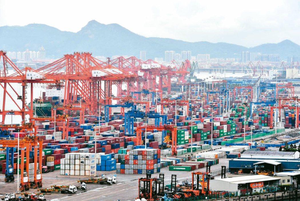 大陸今年第1季進出口總值按美元計大幅成長38.6%,兩岸貿易也持續保持熱絡,今年...