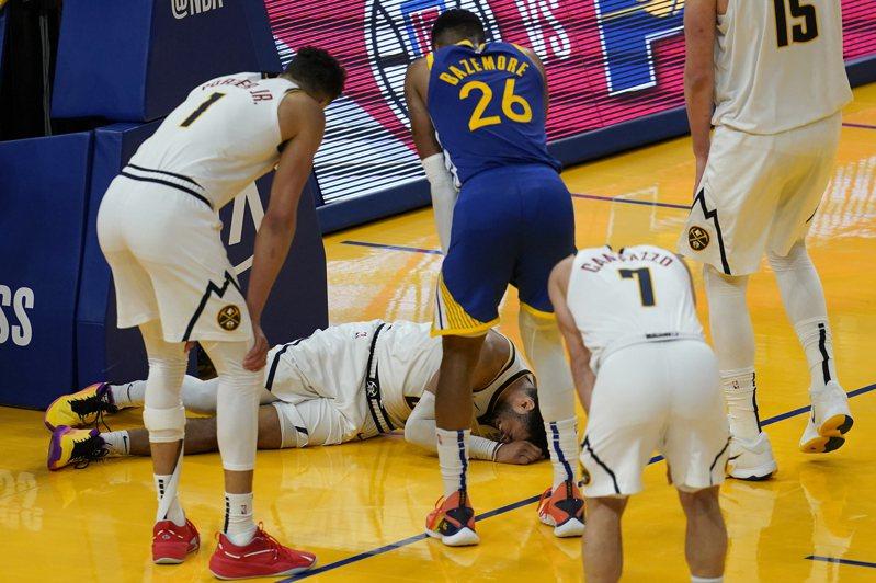 穆雷診斷後確定為左膝前十字韌帶撕裂,幾乎是宣告整季報銷。 美聯社