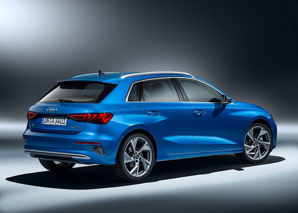 極為傾斜的C柱設計是外觀設計的另一個亮點,除了為全新Audi A3 Sportb...