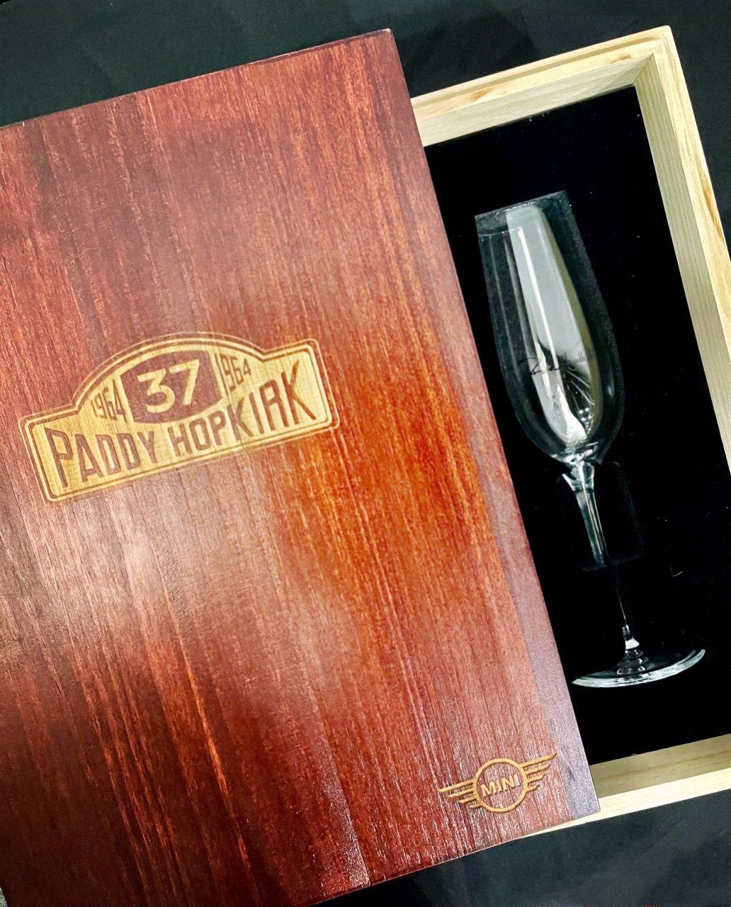 MINI與Paddy Hopkirk聯名〈MINI冠軍香檳杯組〉(一組兩個),僅...