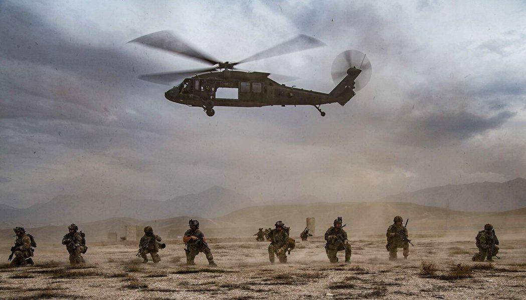 圖為2020年3月,美軍在阿富汗一個未公開的地點上支援。 圖/美國空軍