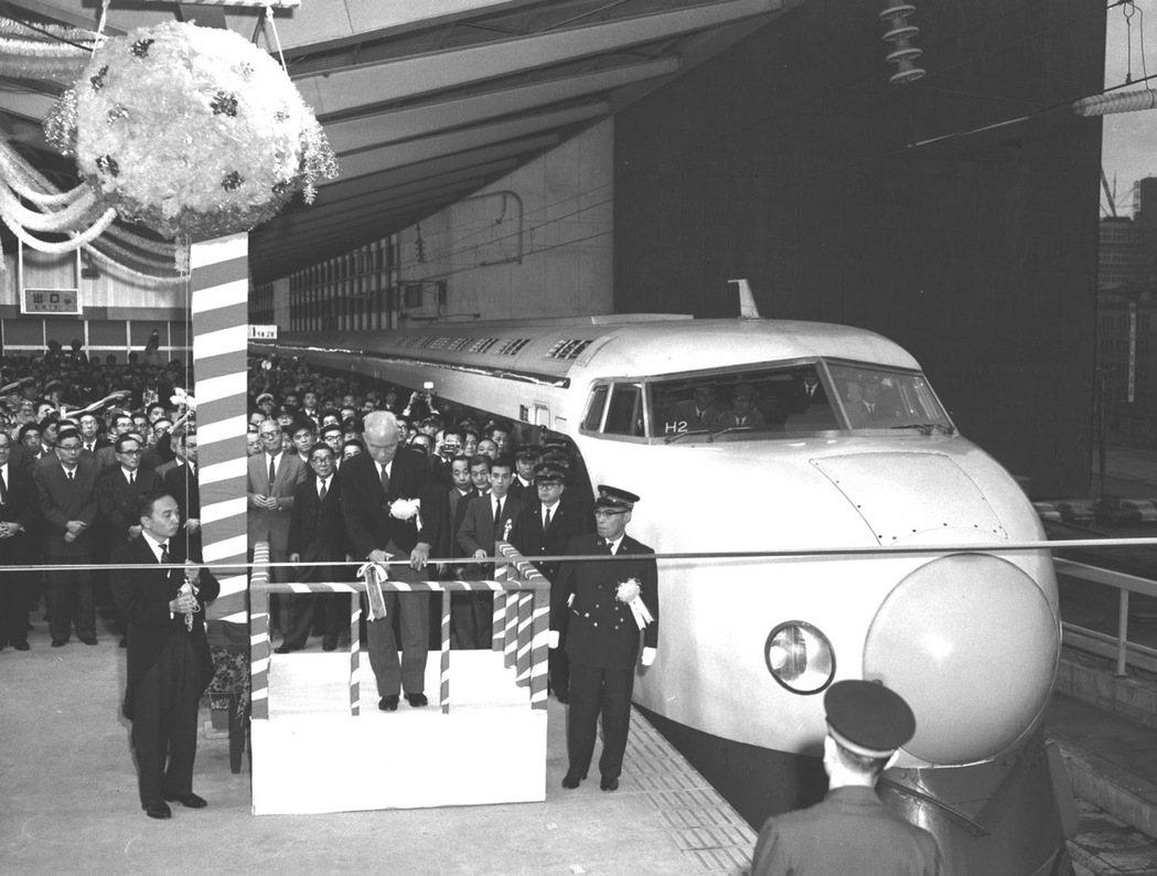 1964年東海道新幹線通車。 圖/美聯社