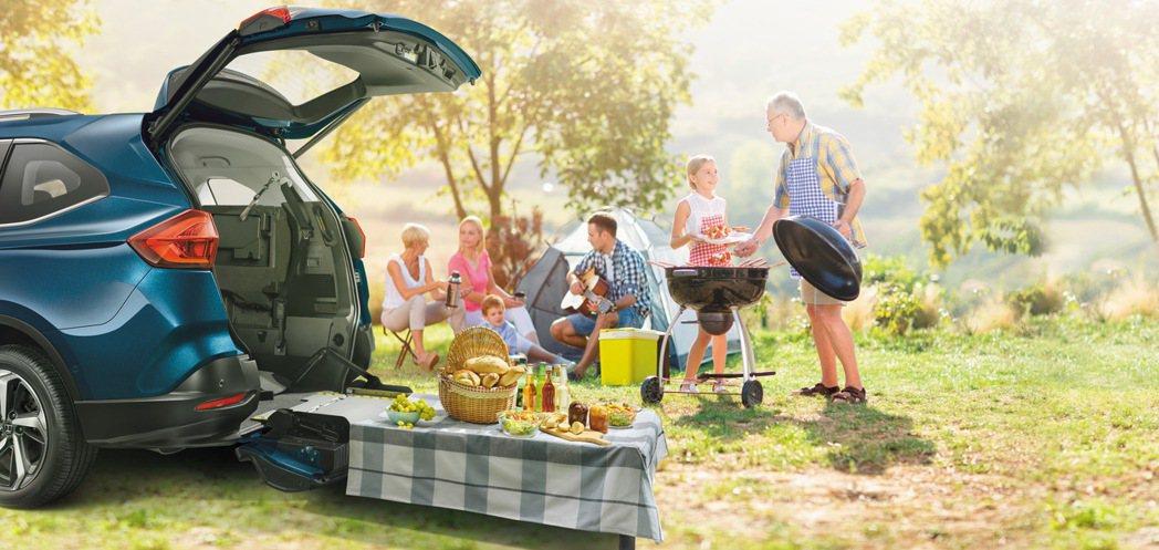 LUXGEN URX樂活款重新定義全球高齡化社會車輛的設計和行銷理念,不僅適合輪...
