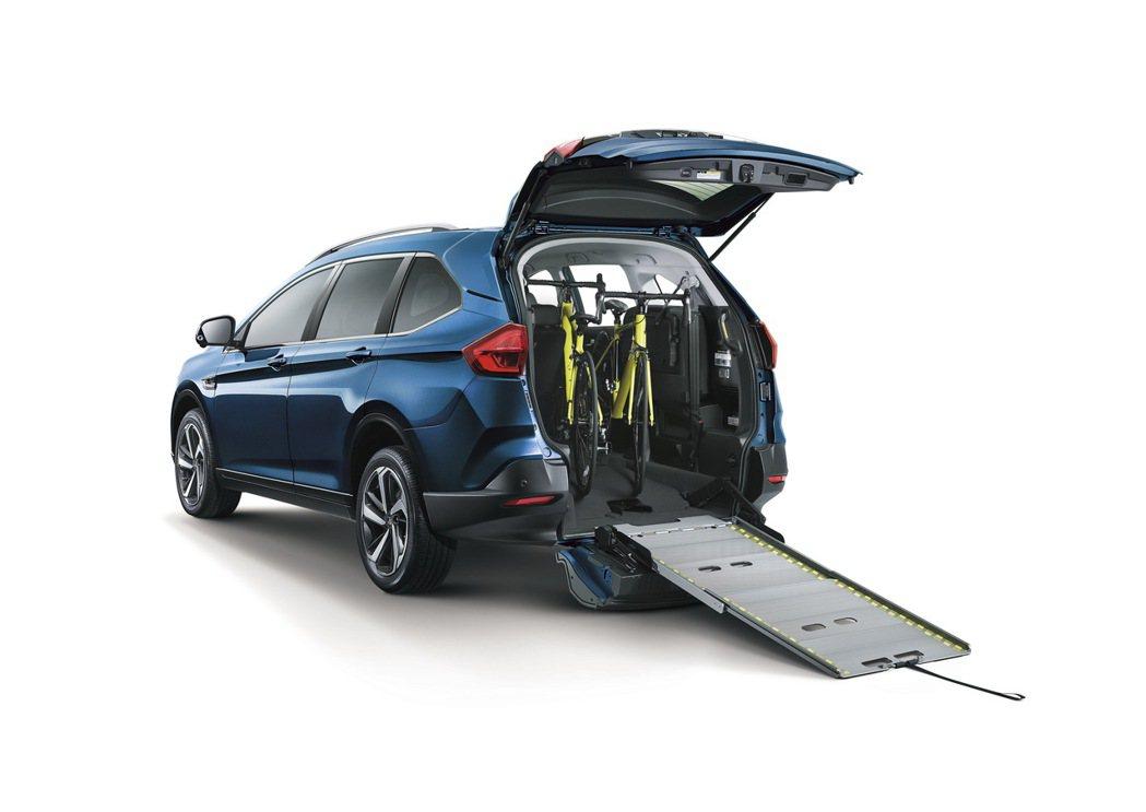 URX 7人座樂活款,以涵蓋全年齡用車需求產品布局,以通用設計規劃高齡化社會家用...
