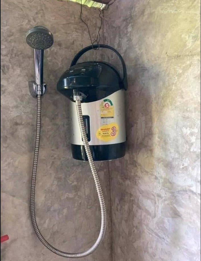 中部缺水網友也不怕,沒水洗澡這議洗也可以。圖擷自「爆廢1公社」