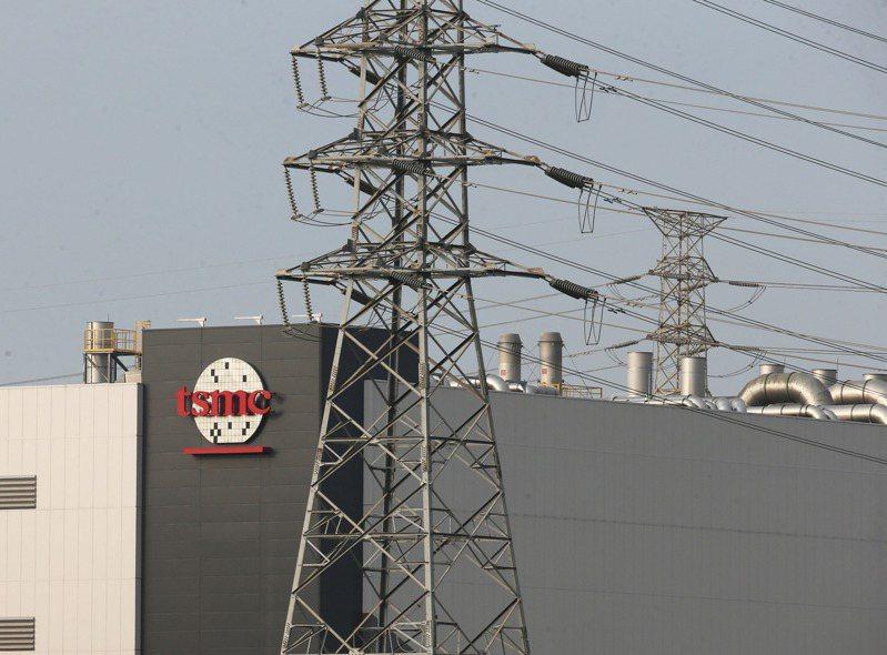 位於台南的台積電南科晶圓14B-P7廠中午突然停電,讓產業界震撼,業界預估台積電有3萬片晶圓受影響,損失金額在10億元以內,圖為南科台積電封測二廠。記者劉學聖/攝影