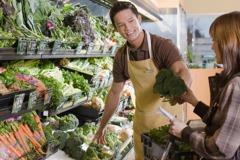 他26歲當超商副店長遭嫌沒前途! 月薪曝光網友兩方爭論