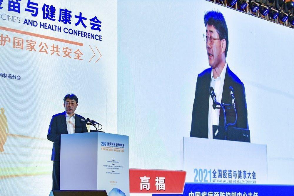 圖為4月10日的「2021中國疫苗與健康大會」上,中國疾病預防控制中心主任高福,...
