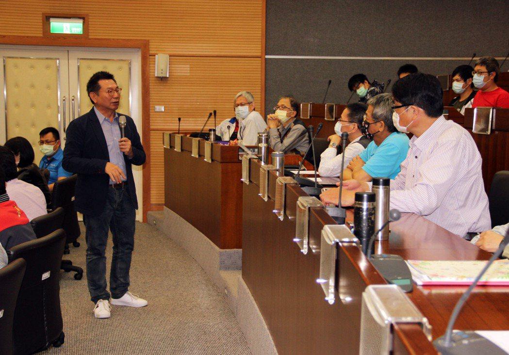 精闢演講後並進行提問,龍華師生踴躍向大師請益,現場互動非常熱烈。龍華科大/提供