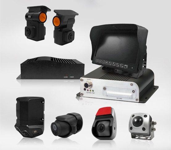 非接觸式熱感攝影機,設備可加裝在校車、巴士等大眾運輸工具。 車威視科技/提供