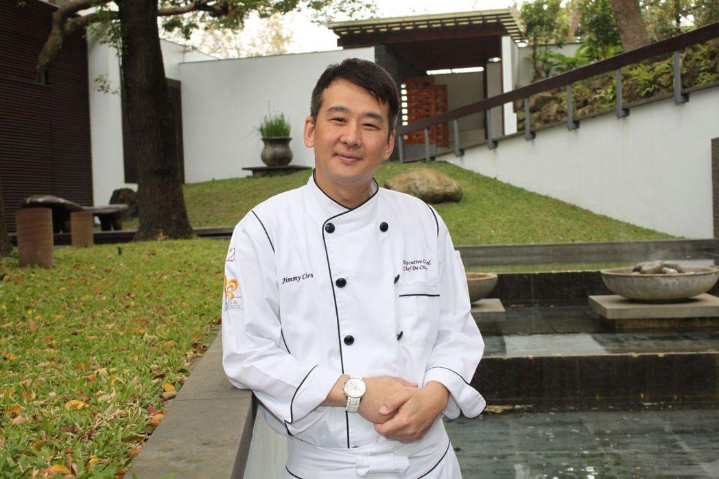 鑽研白蘆筍料理16年的三二行館主廚陳溫仁(Jimmy)。 三二行館/提供