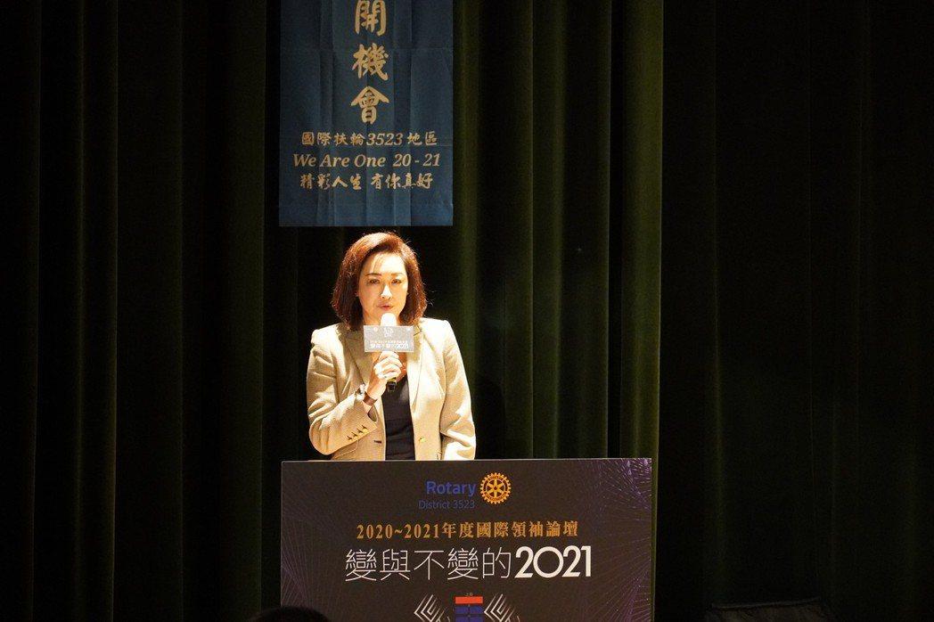 國際扶輪3523地區總監阮虔芷於論壇開場致詞。    湯詠竹/攝影
