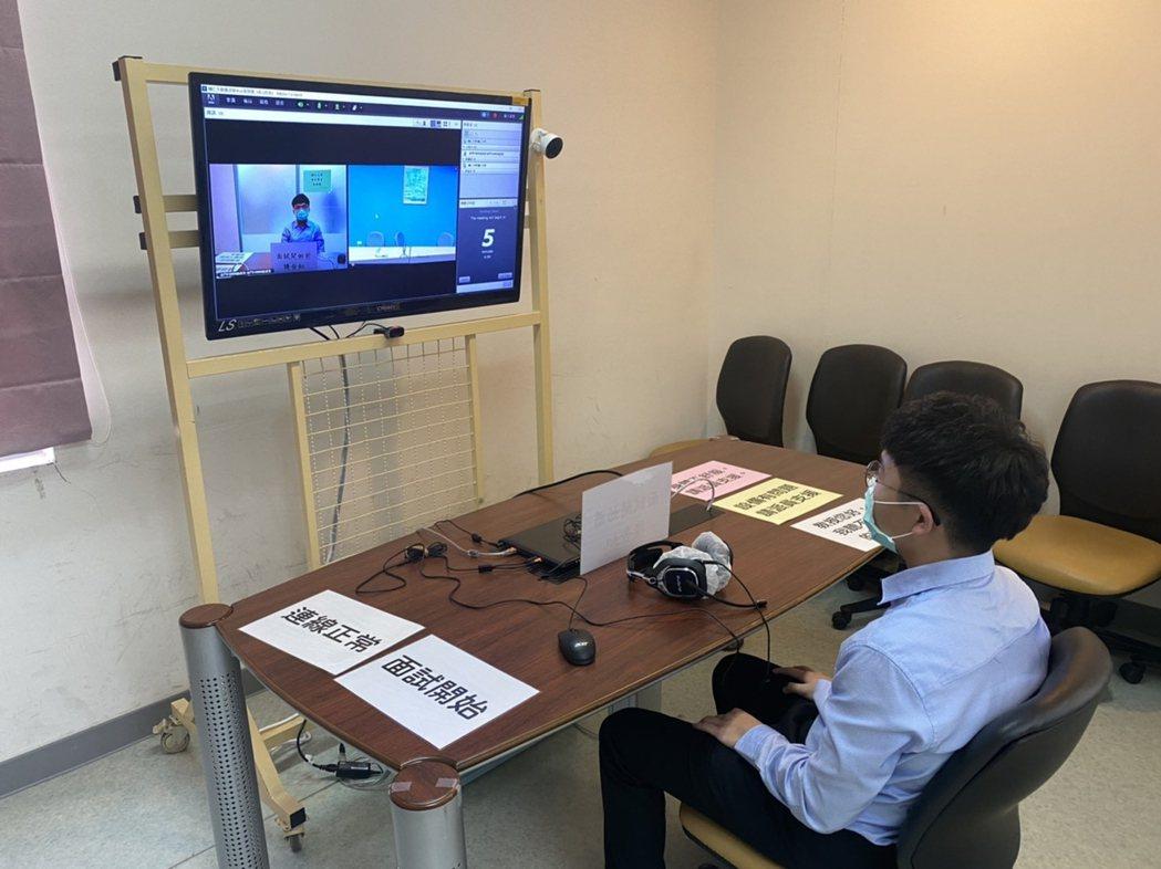 校方成立金門地區遠距視訊中心,提供離島考生透過視訊與台灣本島各大學面試。 金門大...