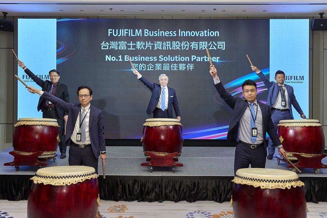 台灣富士全錄以震撼的太鼓儀式宣告更名台灣富士軟片資訊股份有限公司。
