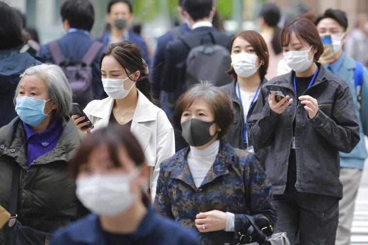 日本政府防疫對策分科委員會會長尾身茂表示,「疫情無疑正進入第4波」。 美聯社