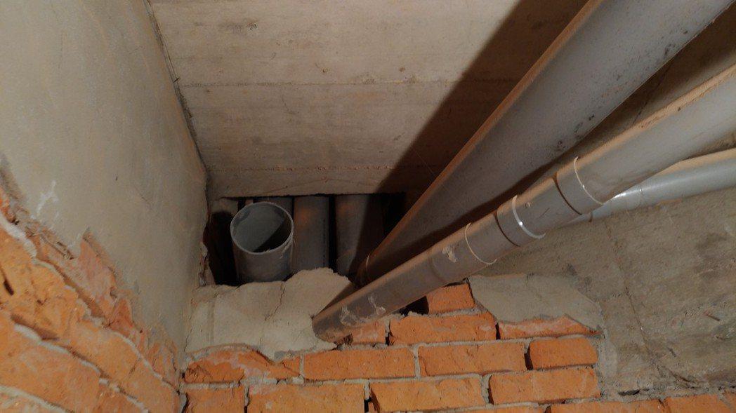 管道間接管處未妥善密封,易造成廢氣擴散至室內。