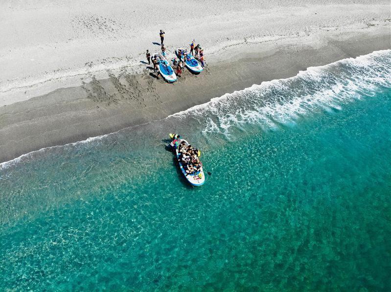 ▲2021最新SUP立槳推薦-烏岩角藍色啤酒海。(圖/水行者立槳俱樂部)