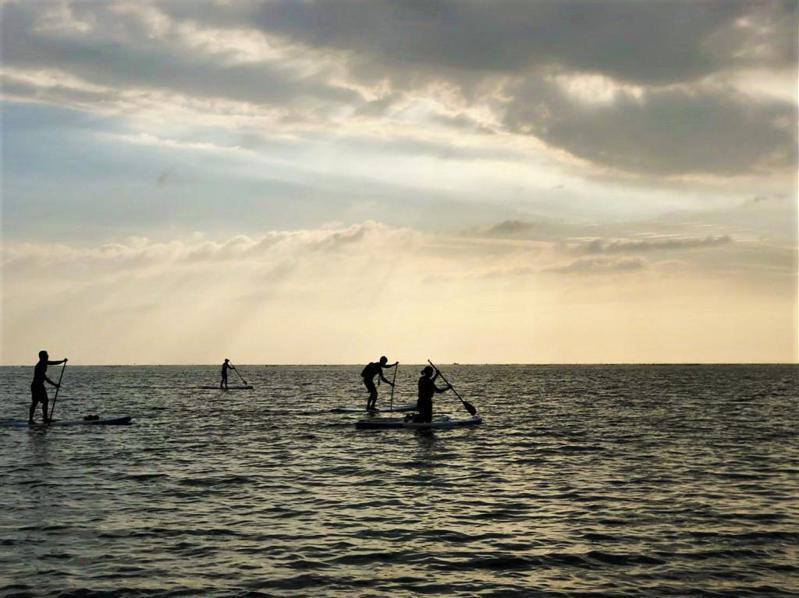 ▲2021最新SUP立槳推薦-台南漁光島。(圖/Tripbaa趣吧!自由行專家)