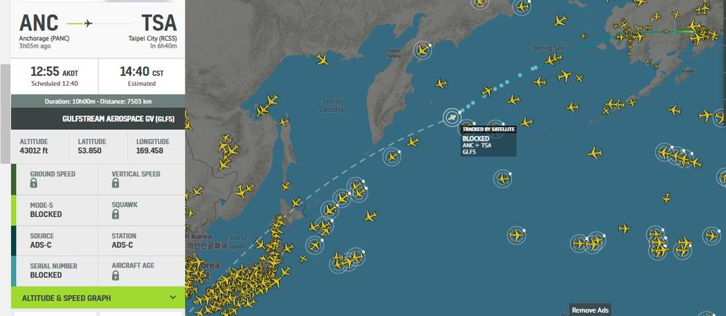 美國前參議員陶德一行人專機下午2時40分抵達松山機場。圖╱翻攝RadarBox