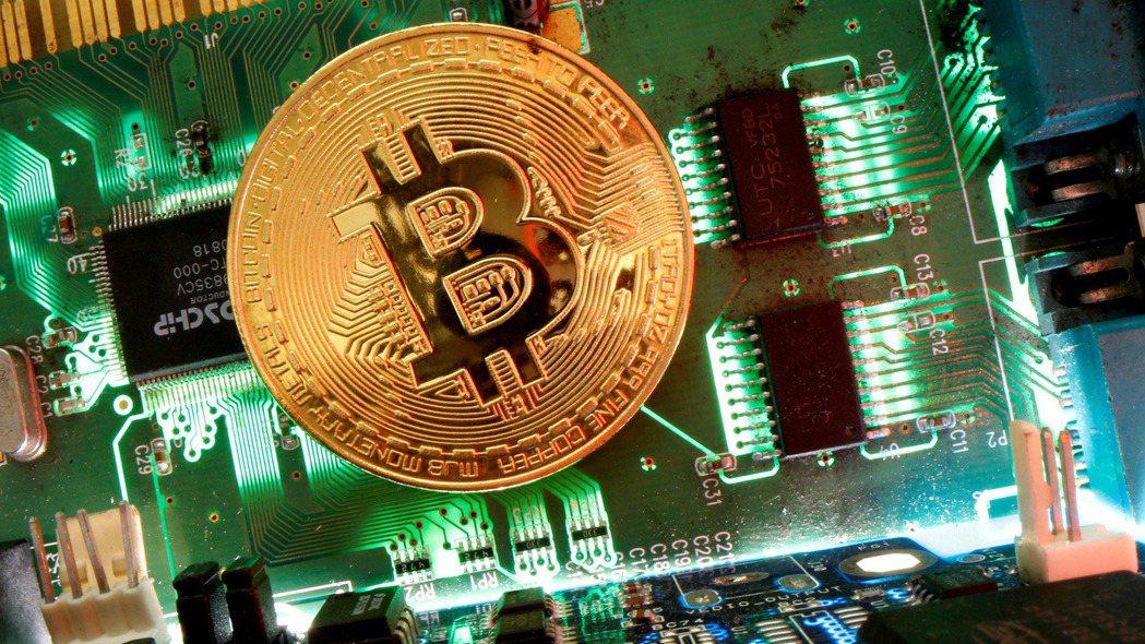 比特幣因Coinbase上市利多,飆破6.3萬美元。 路透