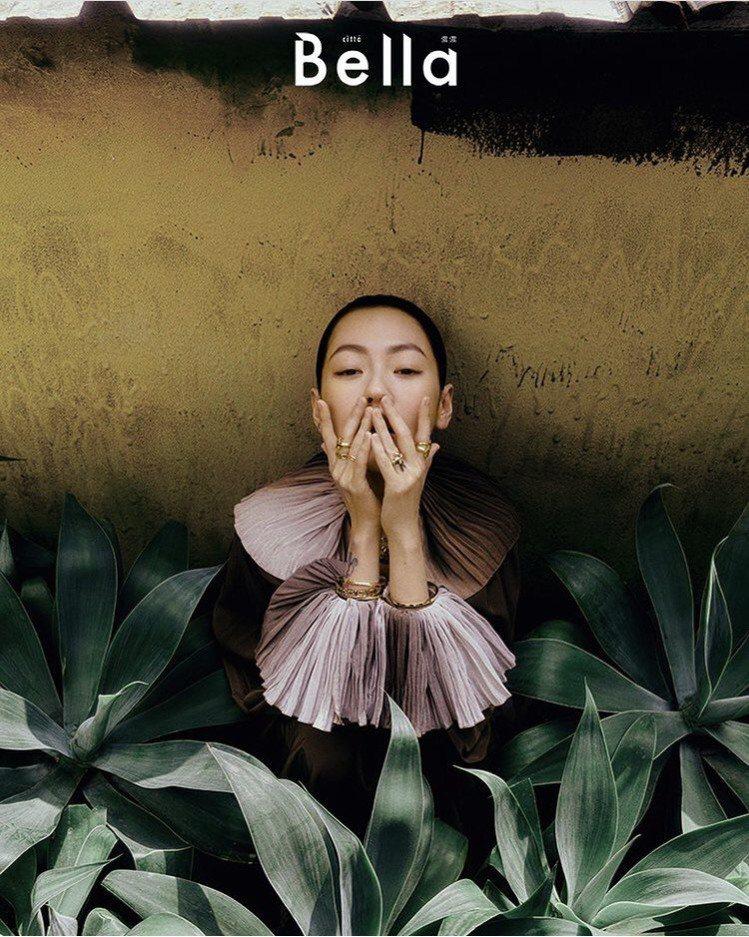 小S配戴Tiffany珠寶登上時尚雜誌封面。圖/取自IG