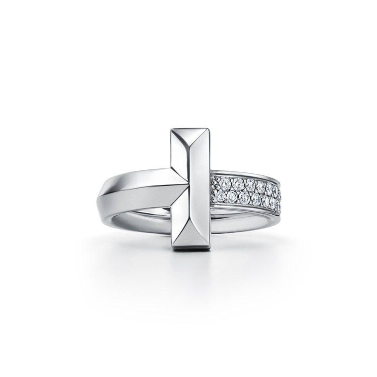Tiffany T1 18K白金寬版鑲鑽戒指,13萬1,000元。圖/Tiffa...