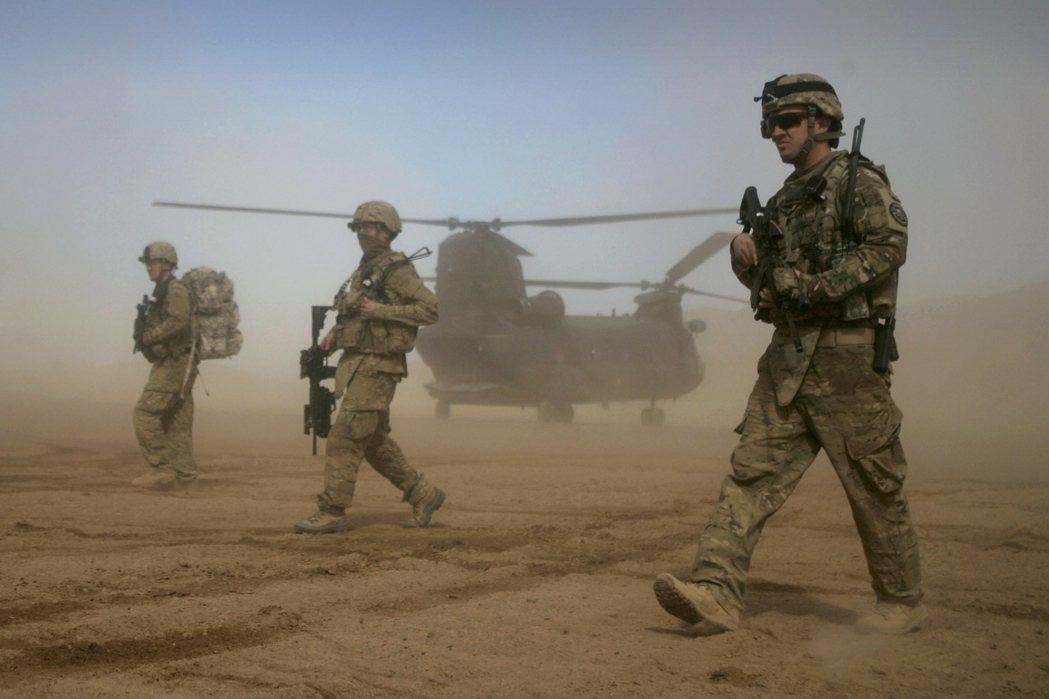 美國總統拜登在斷定面對阿富汗的安全與政治問題沒有軍事對策後,有政府高層官員指出,...