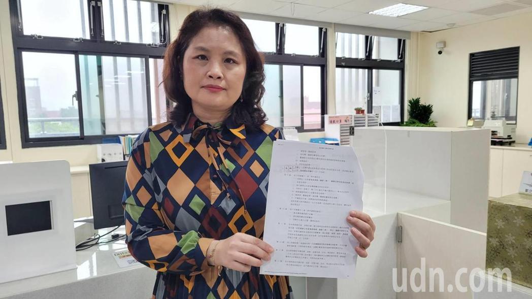 基隆市中正戶政事務所主任吳曉慧說,一生只有3次改名的機會要慎重。記者游明煌/攝影