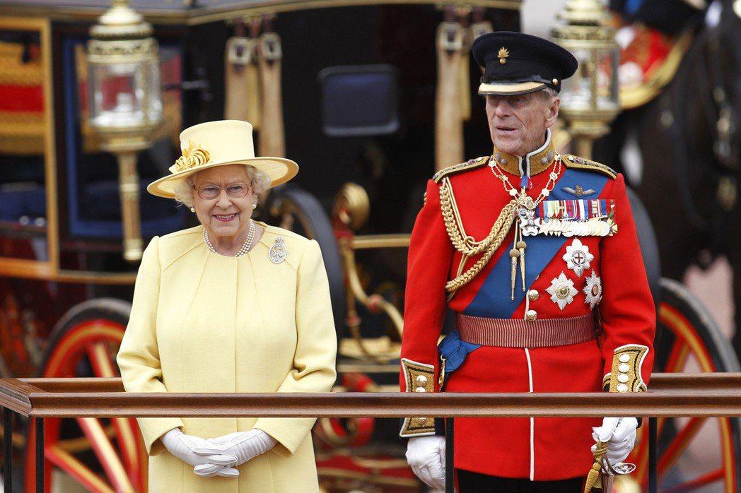 英女王伊麗莎白二世在丈夫菲立普親王離世4天後,於13日首次執行君主職務。美聯社