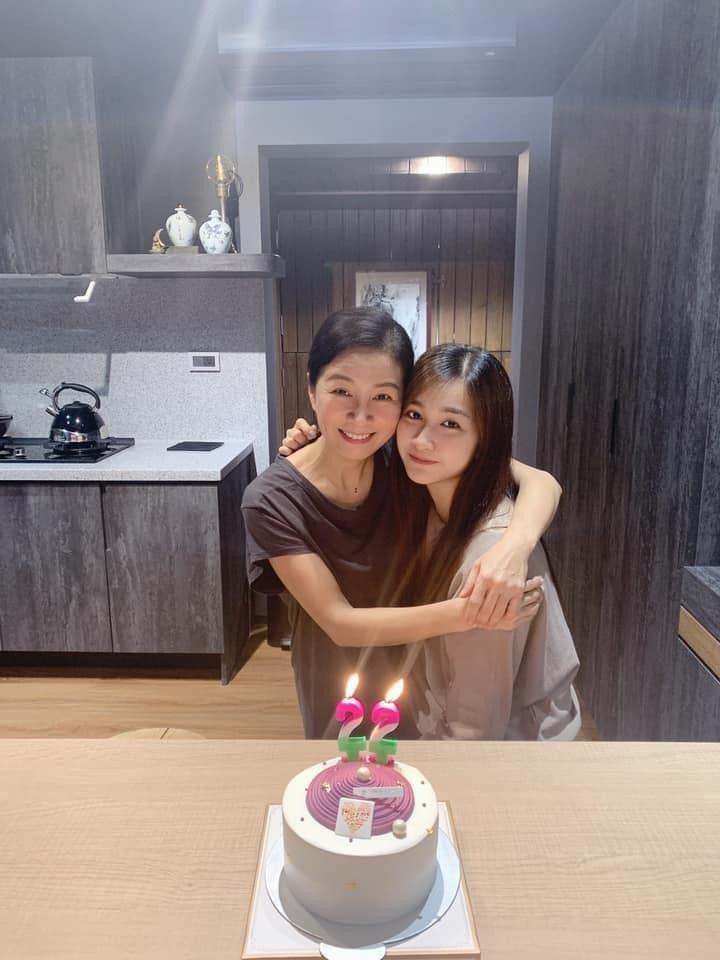 方文琳為小女兒于齊薇慶生。圗/摘自臉書