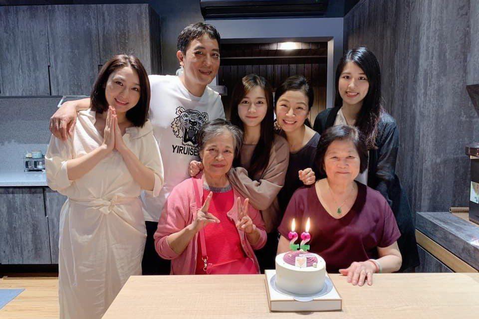 方文琳、于冠華為了小女兒生日難得再同框。圗/摘自臉書
