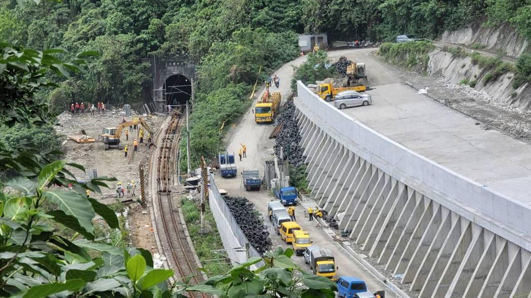 台鐵清水隧道工程已快完工,預定16日前完工,並交由第三方檢驗後才會通車。圖/民眾...