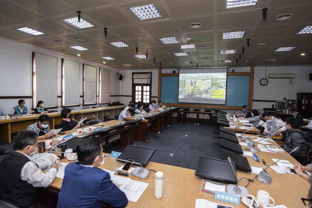 新竹市政府日前與科技部等單位召開會議,討論竹科X產業園區計畫等進度。圖/新竹市政...