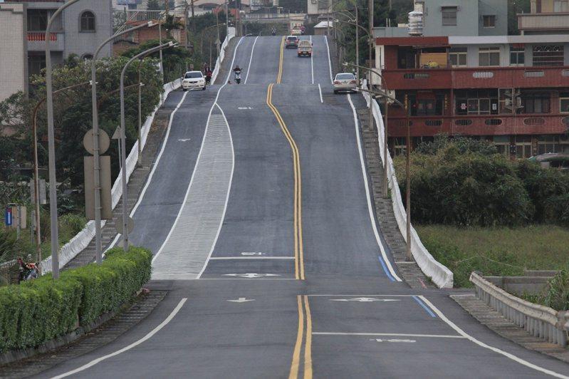 金山有條特別的「波浪路」很美,金山路跑選在這裡舉辦,明開放報名。圖/金山區公所提供