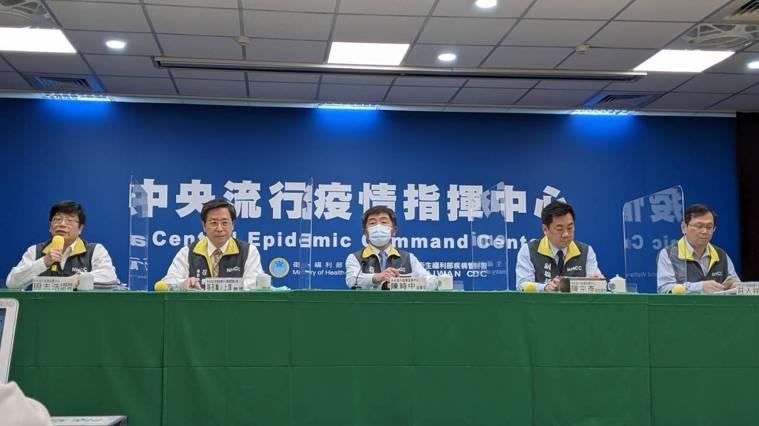 中央流行疫情指揮中心4月14日14:00記者會出席名單由左到右為中央流行疫情指揮...