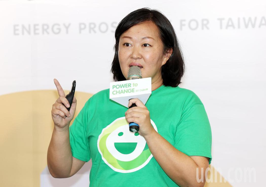 DOMI綠然創辦人胡德琦指出,紙本帳單的碳排量是塑膠吸管的2.3倍,如果能減少紙...