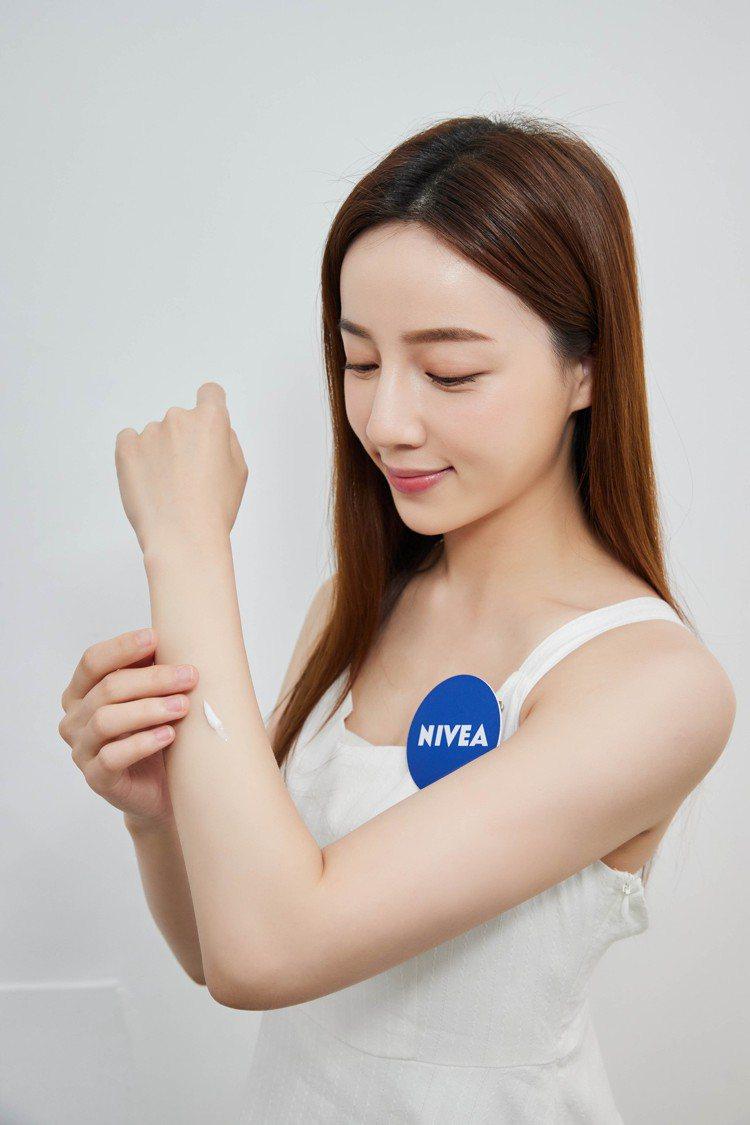 妮維雅推出純萃保養系列。圖/妮維雅提供