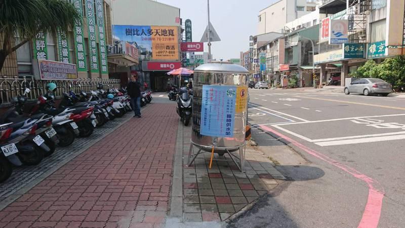 台南市部分地區停水,水公司設置臨時供水站。記者鄭惠仁/攝影