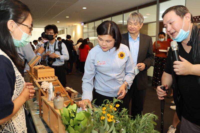 雲林斗南舊台汽車站5月啟動青銀共生基地,中正大學第一階段將以在地食農業者為主軸,加值高齡教育知能,轉型樂齡食農講師,讓產業再進化。記者陳苡葳/攝影