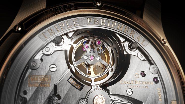 懸浮陀飛輪外緣框上的小秒針具備停秒功能,同時報時功能也有保護機制,精密不忘實用。...