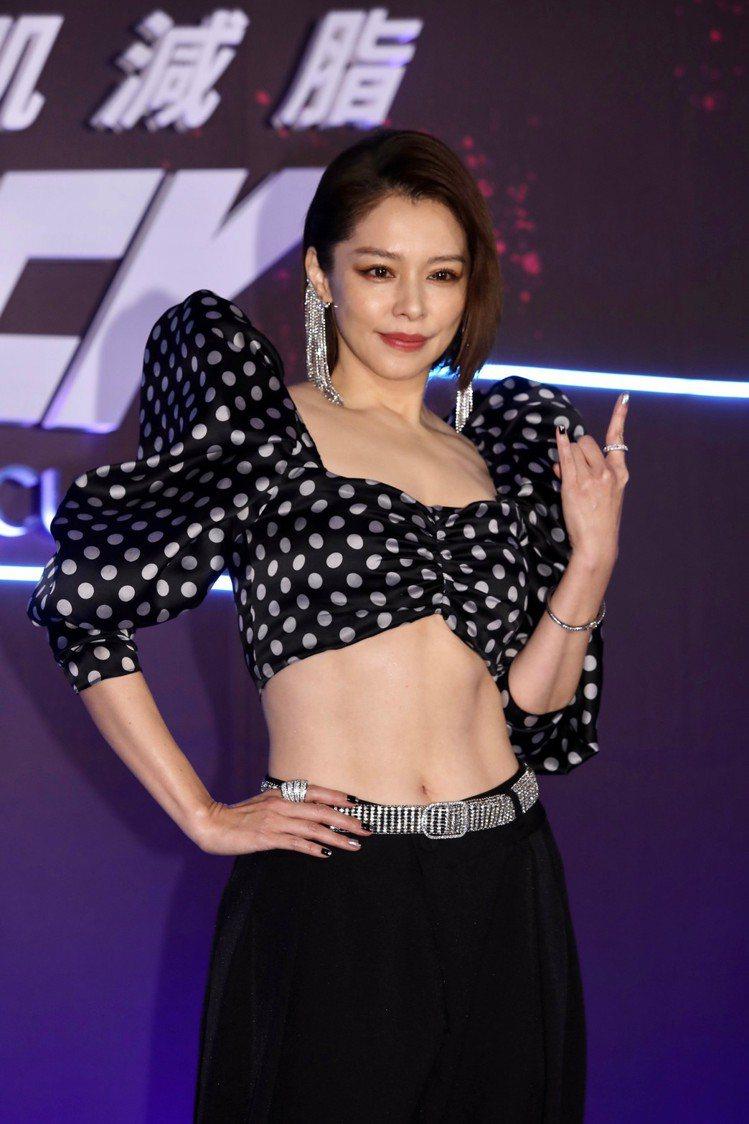 徐若瑄大秀「川」字腹肌。記者李政龍/攝影