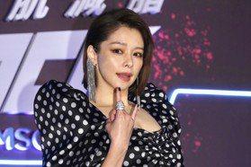「168瘦身心法」大公開 46歲徐若瑄大秀「川」字腹肌