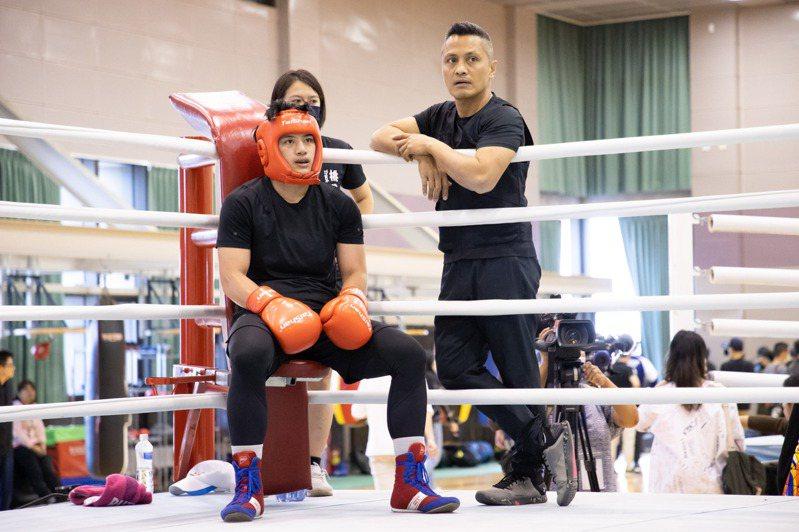 陳念琴(左)和教頭柯文明(右)在國訓中心備戰東京奧運。記者季相儒/攝影