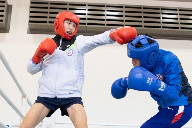 黃筱雯(左)為東京奧運積極備戰。記者季相儒/攝影