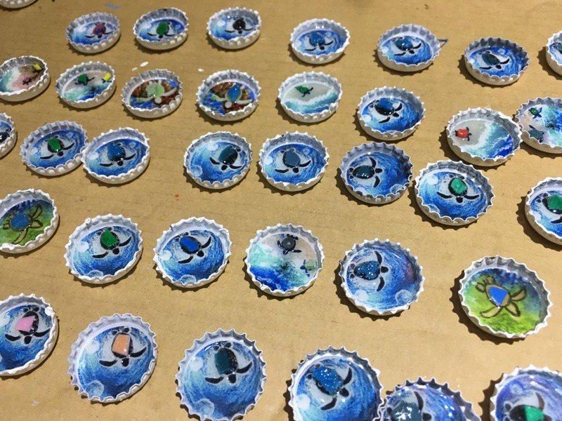 首批「東港限定版」以小琉球最具代表性元素的海龜作主要圖樣,象徵著小琉球「減塑救海洋」精神已擴展到台灣本島的屏東東港,讓東港也一起帶動起責任旅遊意識。記者潘欣中/翻攝