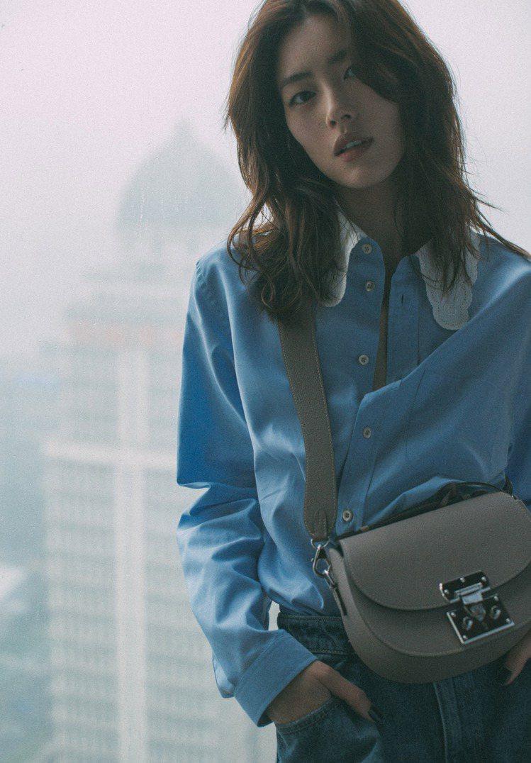 劉雯配戴Flori肩背包。圖/MOYNAT提供