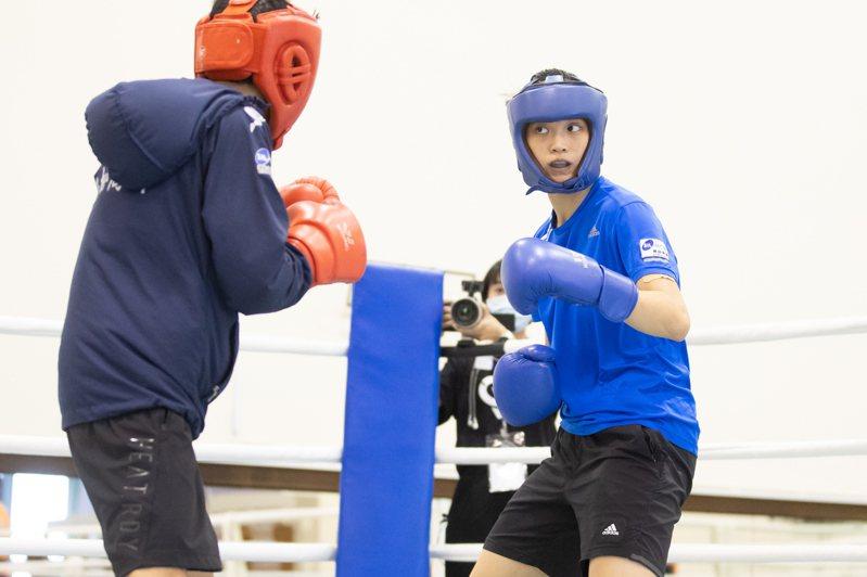 吳詩儀(右)積極備戰東京奧運。記者季相儒/攝影