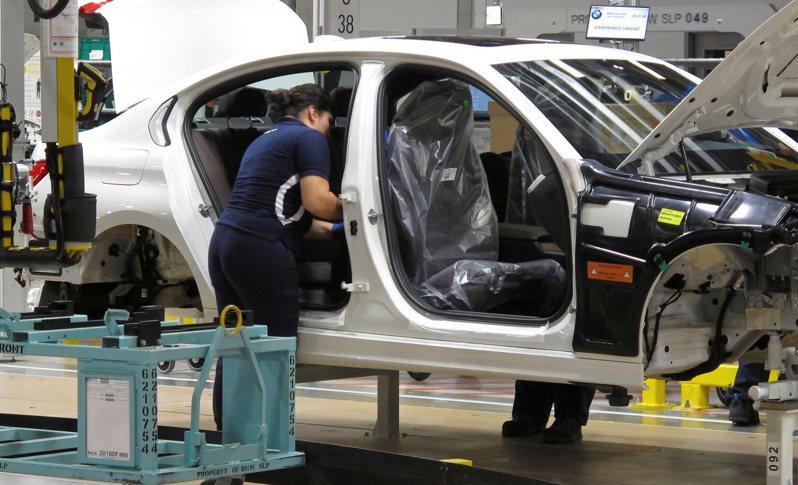 樂金電子與麥格納有望成為首批為Apple car代工廠商,但業界人士說,鴻海未來仍有奪下訂單的機會。(路透)