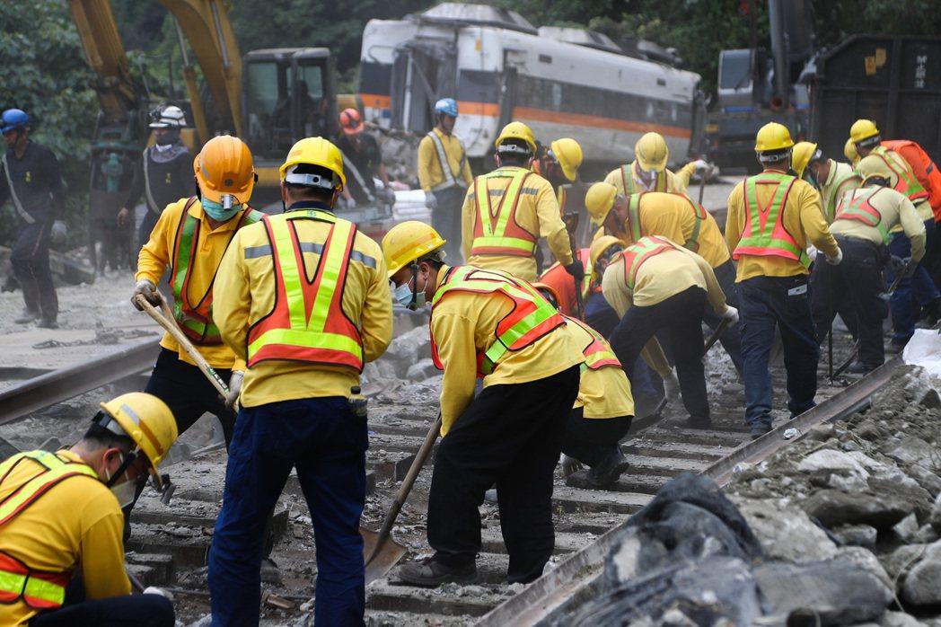 筆者誠心希望,這49位受難者的生命與給予全民的巨大教訓,能夠喚醒台灣社會對於工程文化與工程安全衛生意識的改變與覺醒。 圖/聯合報系資料照