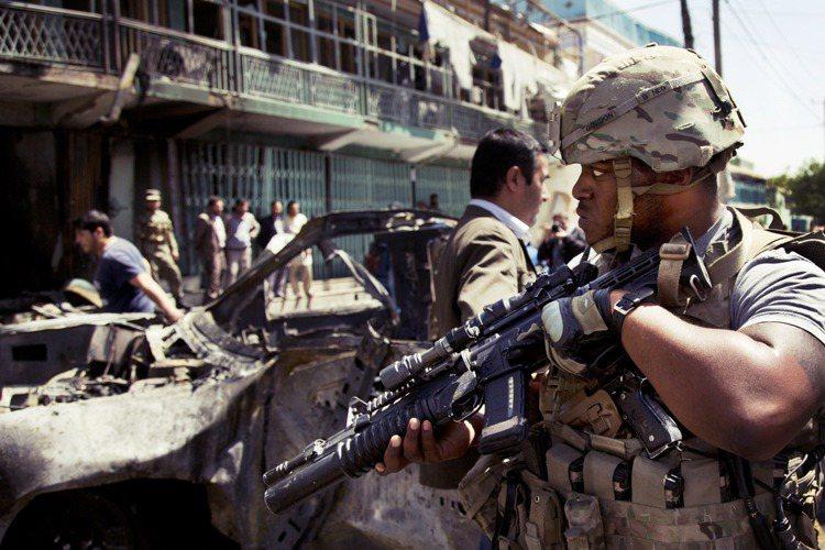 「美國大兵都要走了,阿富汗對各國盟軍也沒有意義了...」美國總統拜登14日在阿靈...